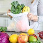Los pequeños gestos tienen un gran impacto. Con esta bolsa reutilizable ecológica pondrás tu granito de arena por el planeta y por todos. Se trata de una bolsa de malla para substituir las bolsas de plástico. Las bolsas ecológicas están fabricadas de material reciclado y se pueden lavar, pudiéndose usar muchísimas veces para distintos usos.Las bolsas de malla no contienen BPA, plomo ni mercurio que se puedan adherirse a los alimentos, lo que las hacen ideales como bolsas para frutas, y todo tipo de alimentos. Las bolsas reutilizables están elaborades con una ligera malla transparente de poliéster, siendo resistentes a manchas y desgarros, geniales como bolsas para la compra. Al ser bolsas de malla transpirables, la fruta y las hortalizas se mantendrán frescas durante más tiempo que en una bolsa de plástico. Son fáciles de lavar, tanto a mano como en la lavadora.Son muy practicas, disponen de un cordón y cierre para abrir y cerrar fácilmente, También si usas las bolsas para frutas y hortalizas, puedes lavarlas y guardarlo en la nevera sin sacar de la bolsa. Son bolsas multifunción, puedes usarlas para guardar jueguetes, alimentos, monedas, artículos belleza, complementos y mucho más. Encuentra la bolsa de malla reutilizable y ecológica aquí.